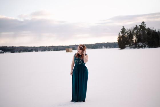 ALLICIA - A Winter Portrait Session