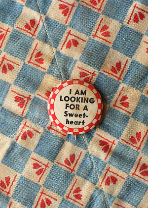 "40's ""I Am Looking For A Sweet-heart"" Pinback Button"