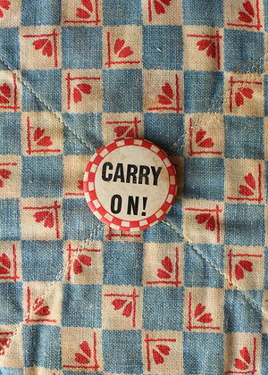 """'40s """"Carry On!"""" Pinback Button"""