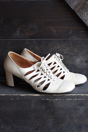 '40s Off-White Lace Up Heels | 6.5/7