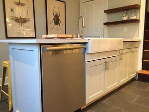 Shaker-Style Kitchen Penninsula