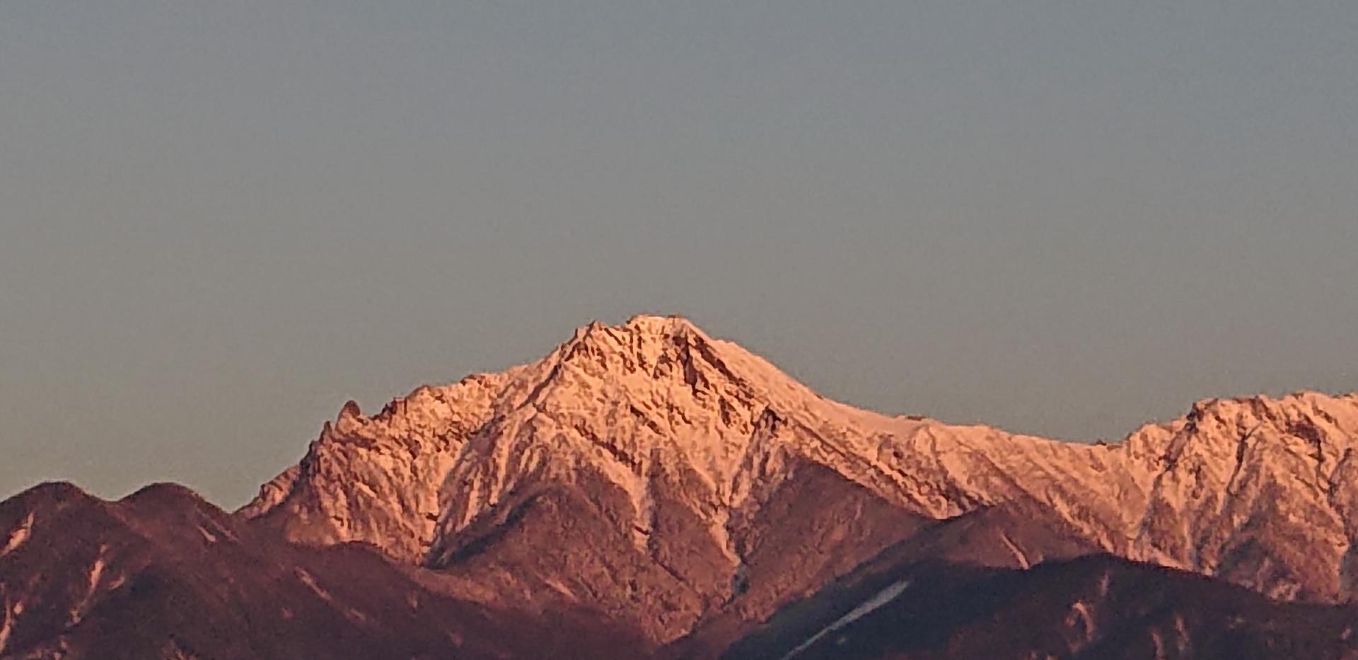 朝焼けの八ヶ岳 主峰「赤岳」