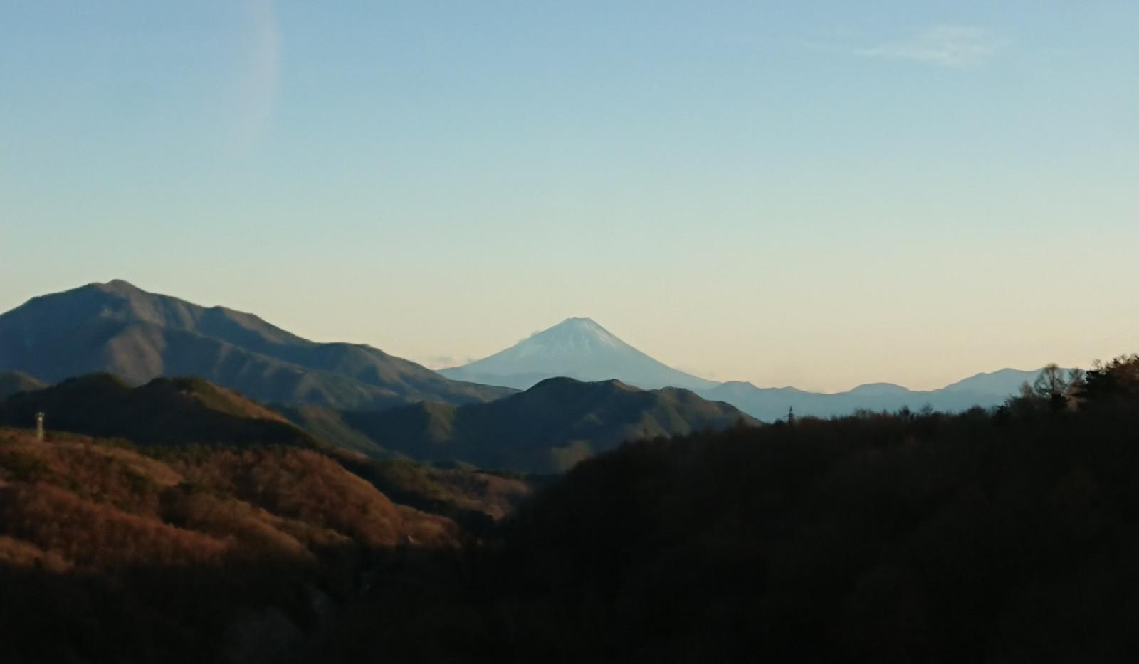 車窓から眺める富士山
