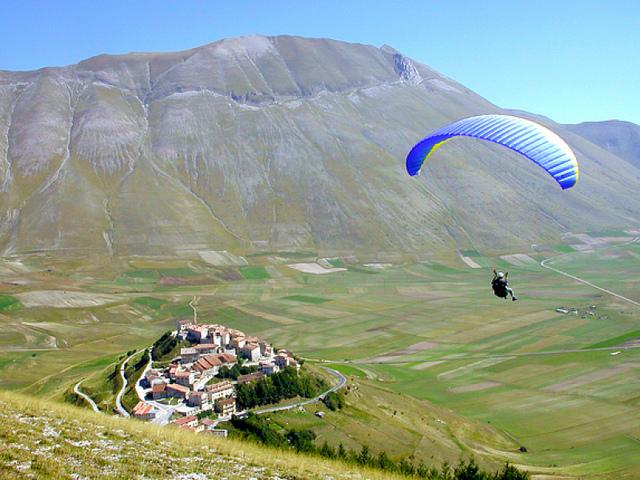 Paragliding at Monti Sibillini