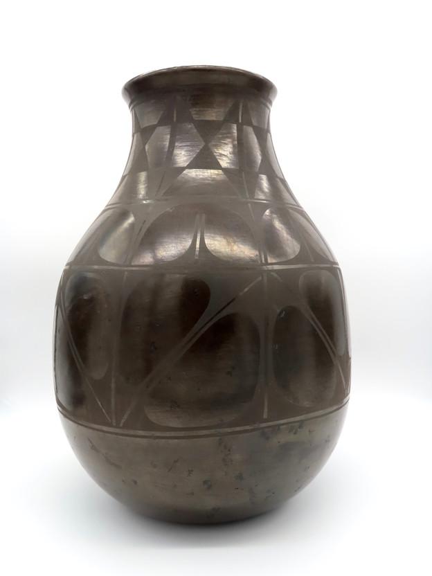 Large Santo Domingo Pueblo Pot