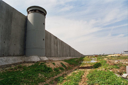 24/7 GUARDED 30-FOOT SECURITY WALL