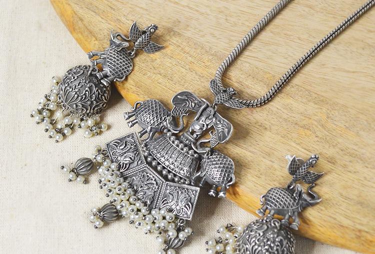 Ganpati white pearls silver look alike chain pendant necklace set