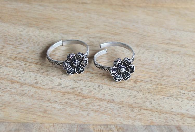 Periwinkle Flower Toe Rings