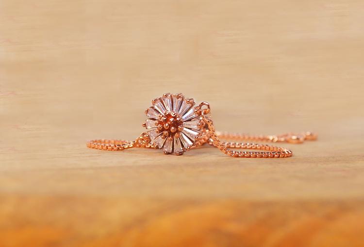 Zircon studded flower adjustable rose-gold bracelet