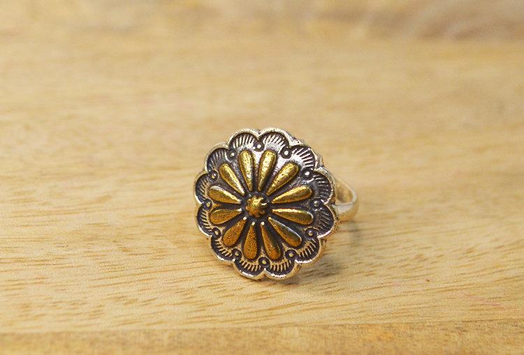 Dual Tone Flower Finger Ring