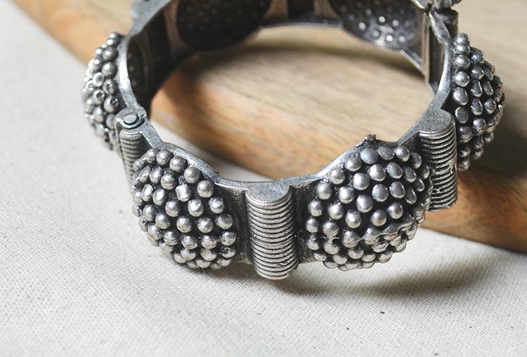 BOONDI KANGANA - Brass Silver Look Alike Adjustable Bangle