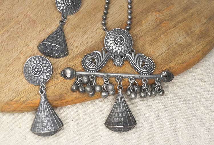 See Saw Necklace and Earrings Set