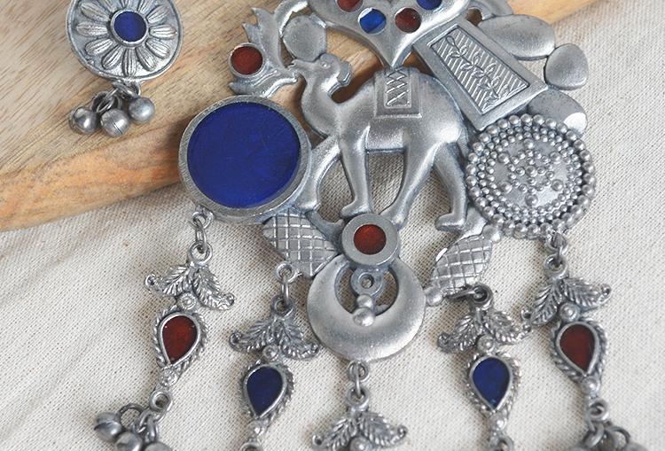 Oont - Meena Camel Silver Alike Necklace Set