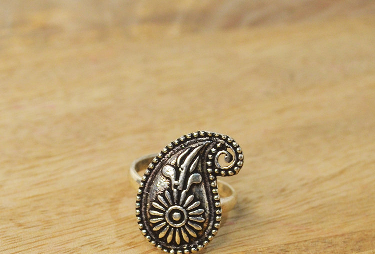 Paisley Silver Tone Finger Ring