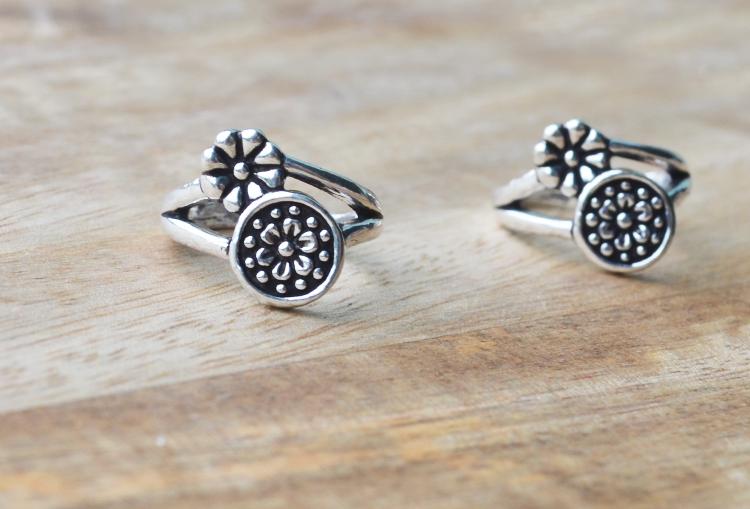 Teeny Tiny Flowers Toe Ring
