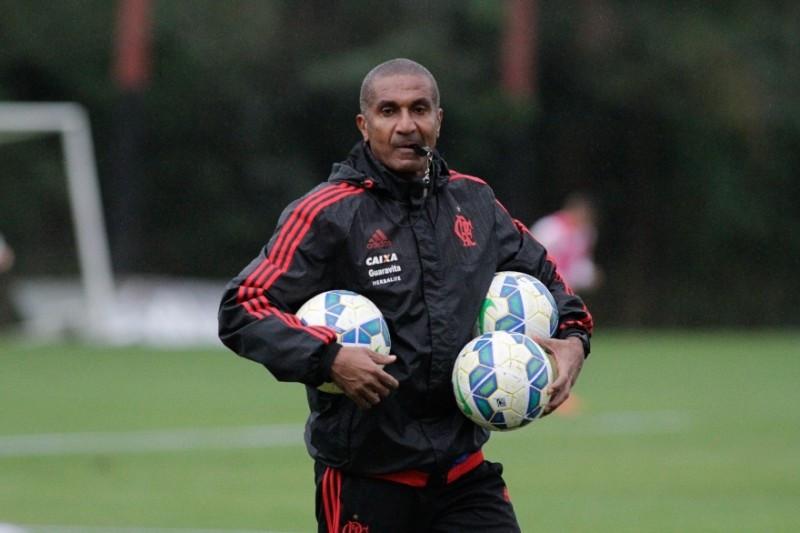 Atlético anuncia novo técnico e Coxa completa cinco rodadas sem vencer no Couto
