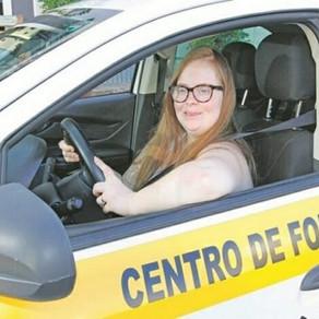 Chefe de cozinha pode ser a 1ª motorista com Down do Brasil