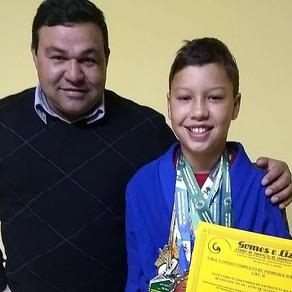 Com apoio da Gomes e Liz, jovem quatrobarrense mantém sonho em campeonatos de Jiu-Jitsu