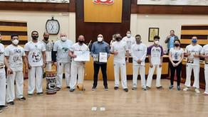 Grupo de capoeira recebe homenagem do legislativo quatro-barrense