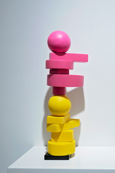 stu210079w_pink-and-yellow-mini-totem_21