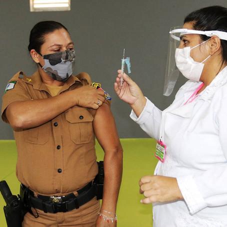 Profissionais de segurança são imunizados em todo o Estado