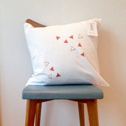 Triangle cushion - copper