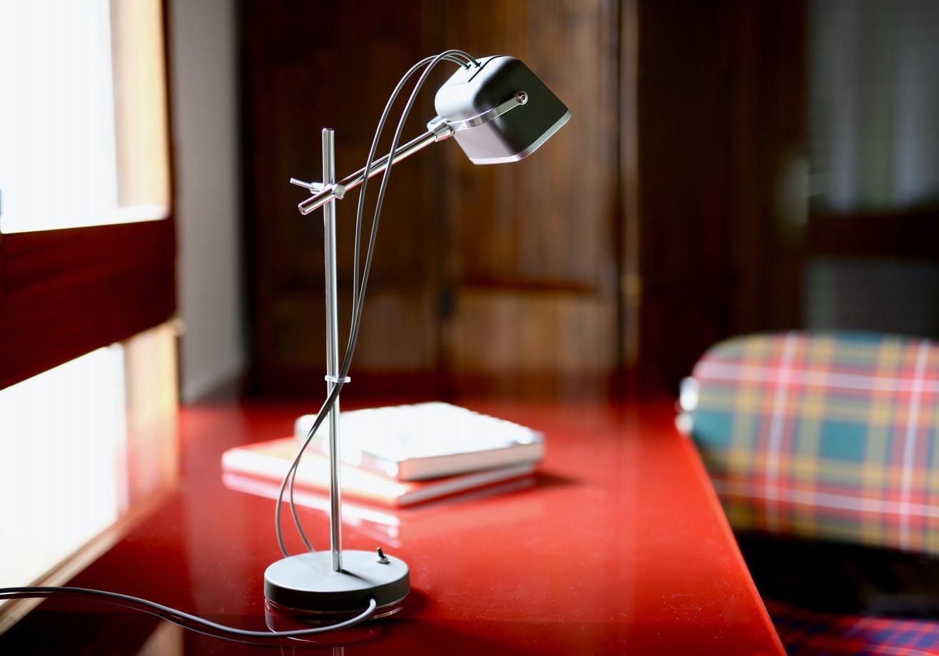 Articulating Desk Lamp