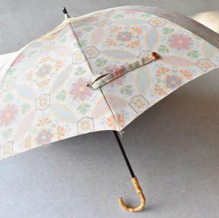 着物から日傘へ