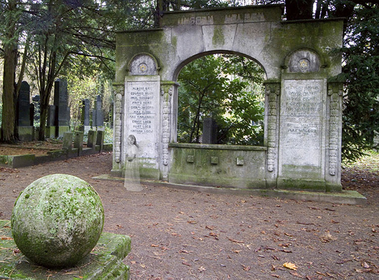 Geist auf einem Friedhof bei Worms (