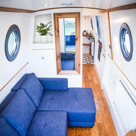 Narrow boat bedroom