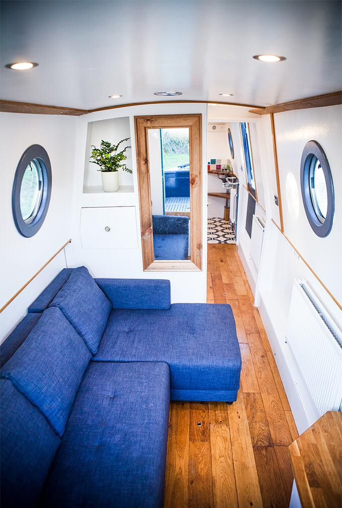 Narrow boat bedroom