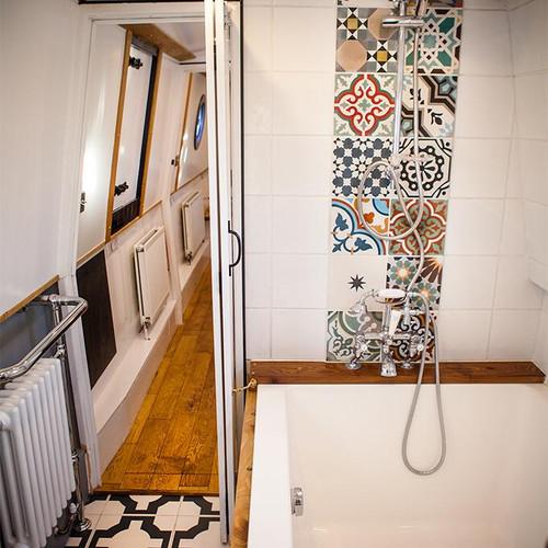 Narrow boat bathroom