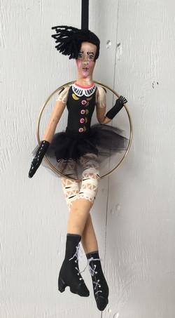 The trapeze artist dolls, n.1