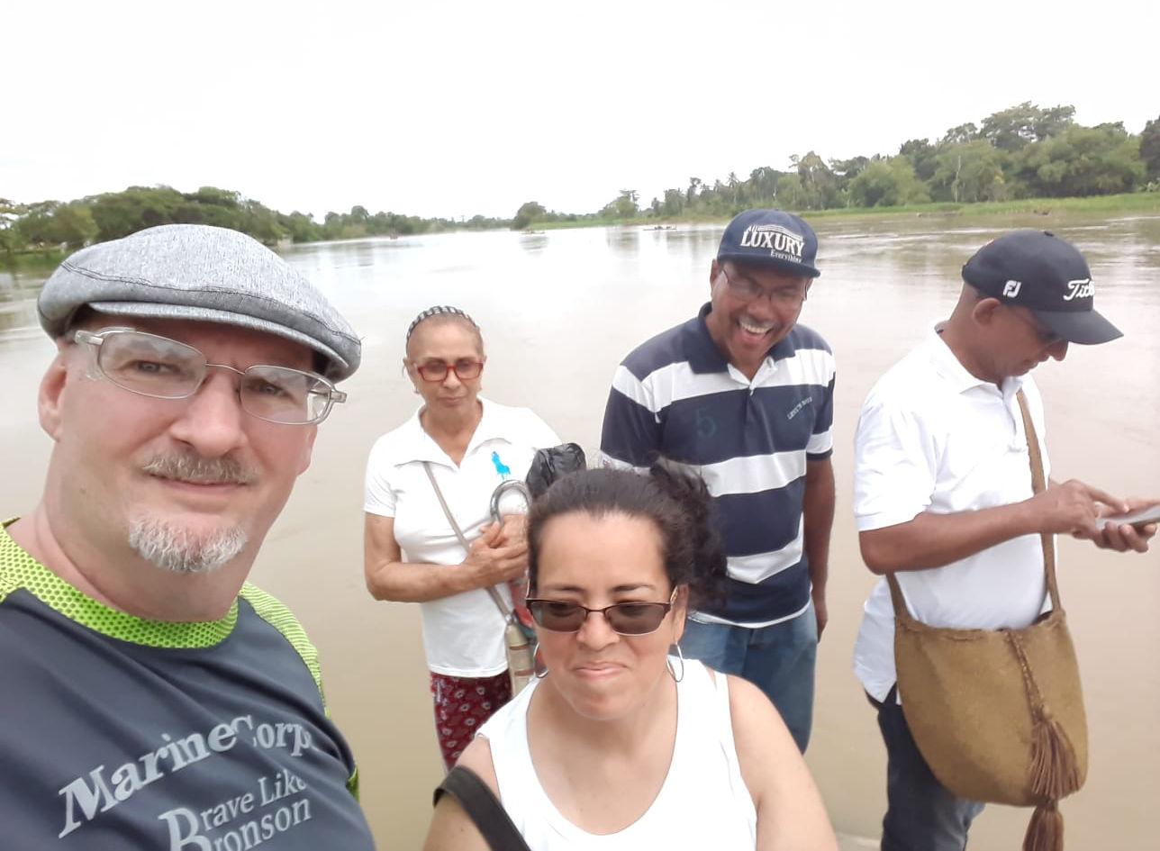 Misioneros llegando al area de la Vereda