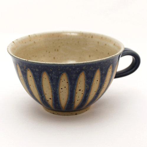 Milchkaffeetasse blau Feder