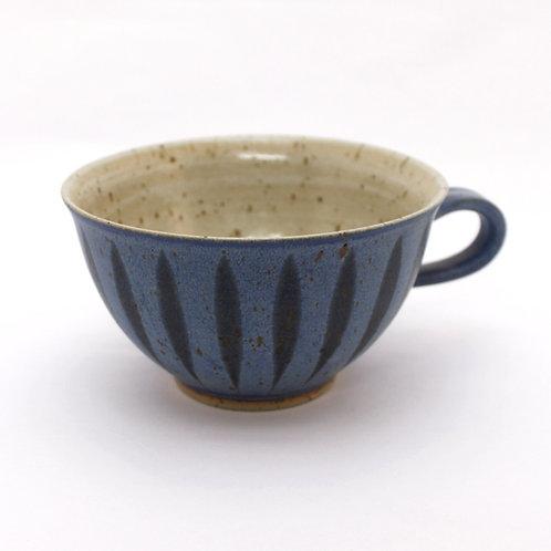 Milchkaffeetasse hellblau Feder