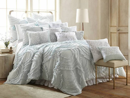 Quilt with Scalloped Ruffle