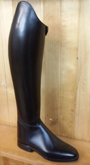 Traditional style dressage in yearling leather