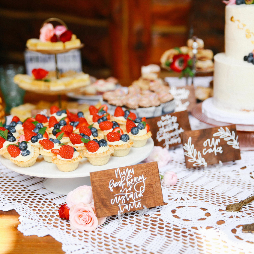 A-Floral-Affair-Tahoe-Wedding-Floral-Reception-Cake-Colleen-Amelia (2)