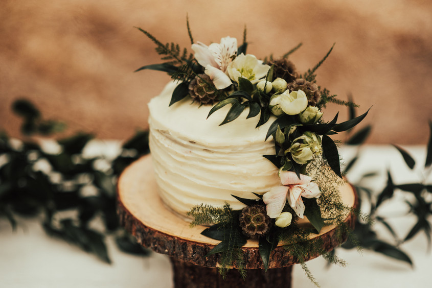 A-Floral-Affair-Minden-Gardnerville-Reno-Tahoe-Wedding-Florist-Cake-White-Foliage