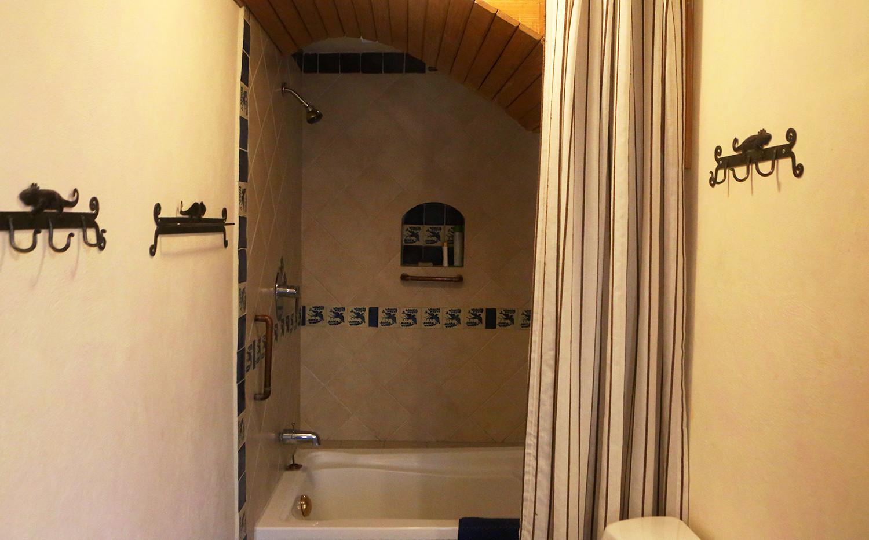 king-bathtub.jpg