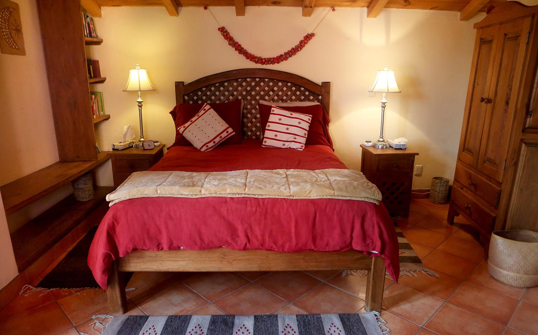 queen-suite-room.jpg