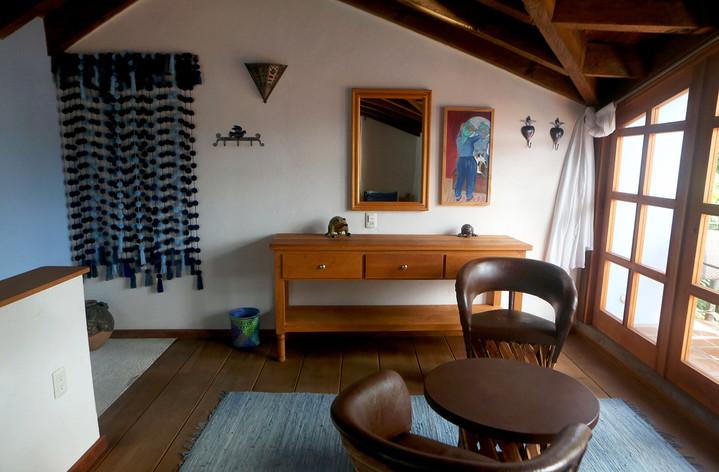 master-upstairs-sitting-area.jpg