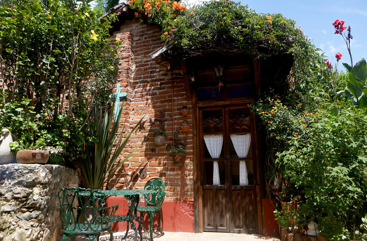 cottage-outside.jpg