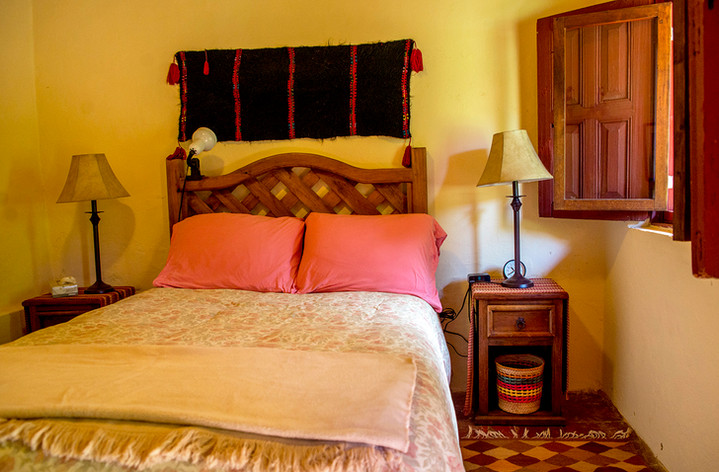 middle-room-bed.jpg