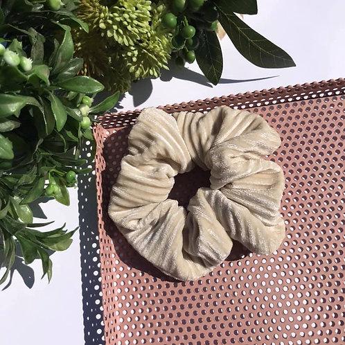 Pearl Scrunchie (velvet)