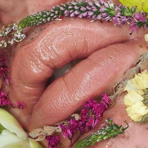 Shanghai Suzy - Honey Satin Luxe Formula Lipstick