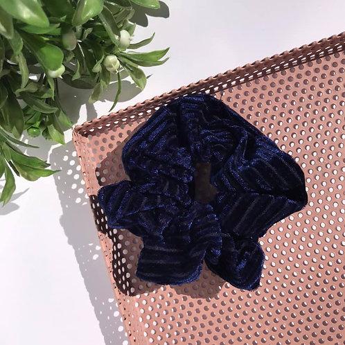 Wendy Scrunchie (dark blue velvet)