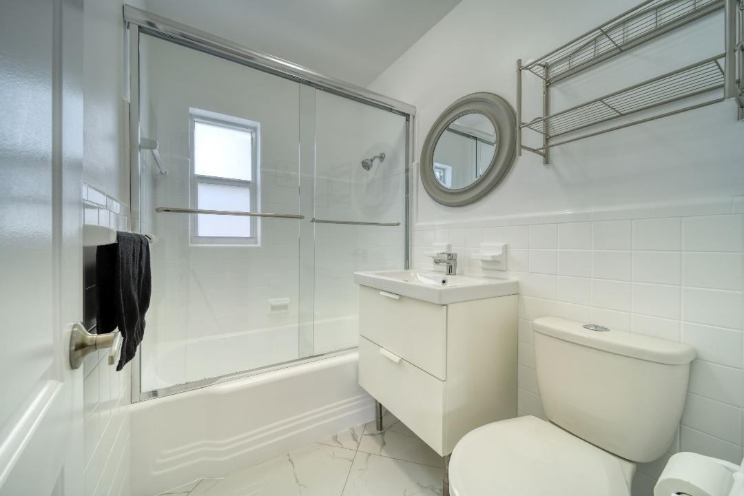 Peter Pan Crew House Bathroom Interior