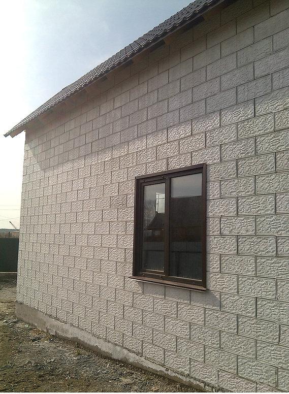 Монолитный дом из полистиролбетона, залитого в несъемную опалубку ЭВА